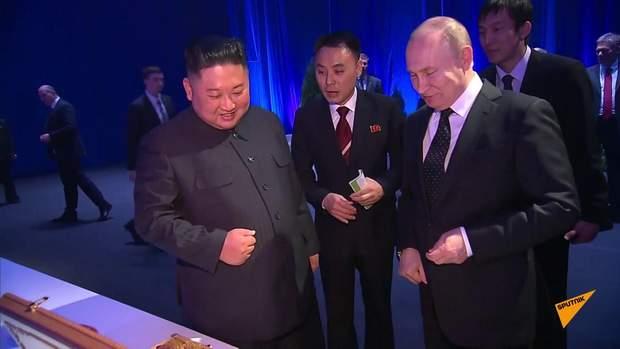 А Кім Чен Ин сам запізнився до Путіна.
