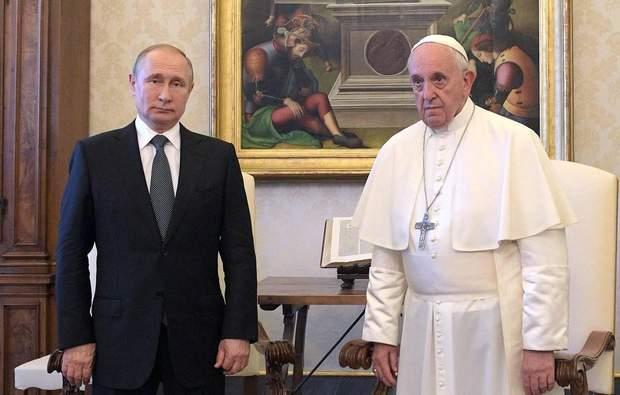 У Папи Франциска Путіна змусили пояснювати годинне запізнення.