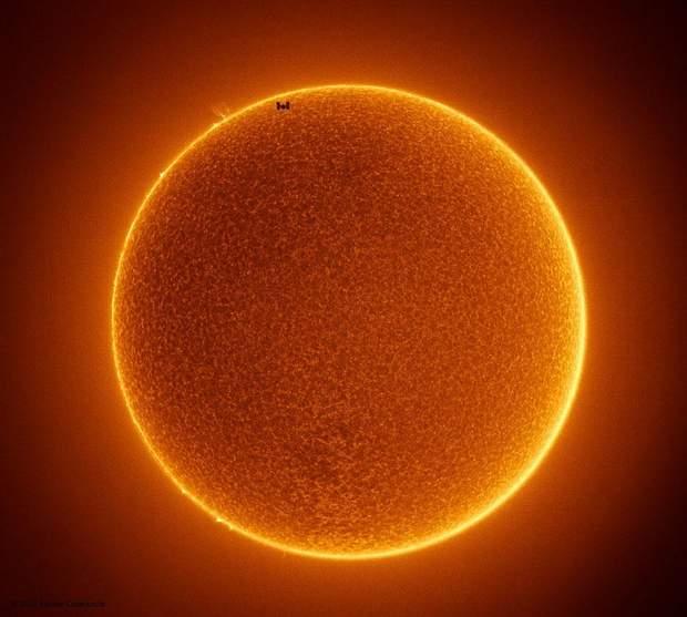 МКС на фоні Сонця