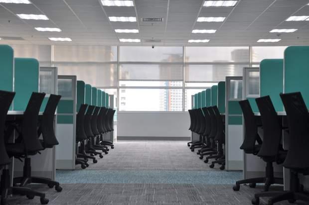 Верхній перехресний синдром виникає у більшості офісних працівників