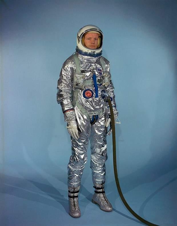 Ніл Армстронг у першому костюмі Gemini