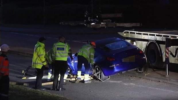 Общество: На гонках в Британии авто влетело в толпу подростков, много раненых: видео рис 3