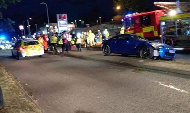 Общество: На гонках в Британии авто влетело в толпу подростков, много раненых: видео рис 6
