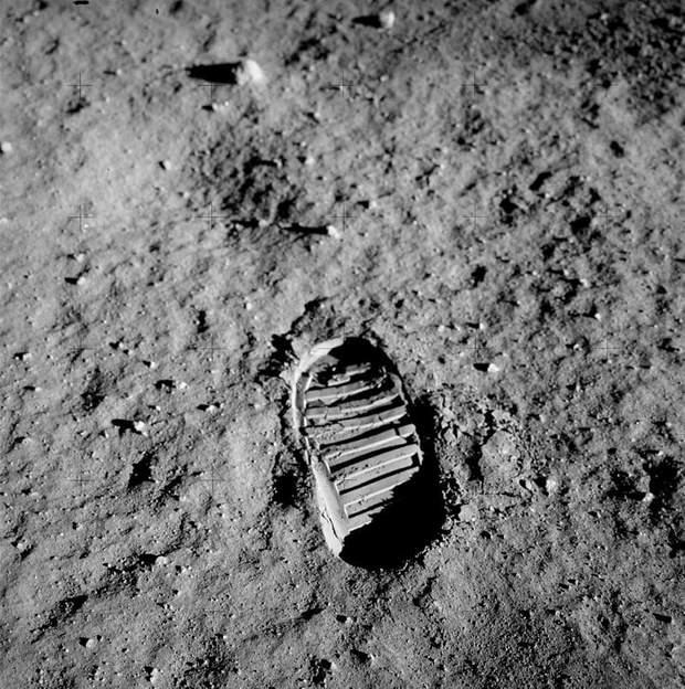 Слід Базза Олдріна на Місяці