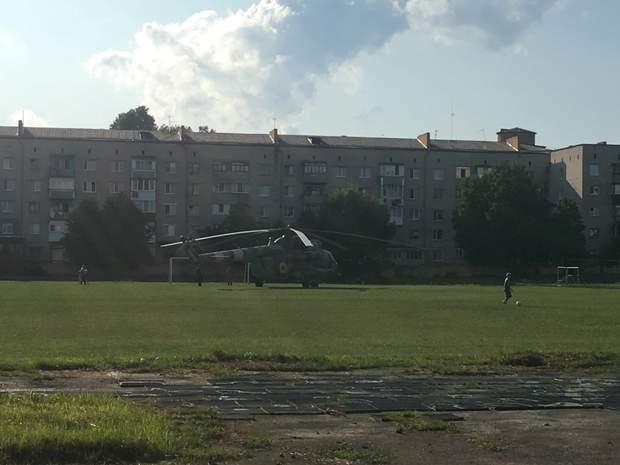 Гелікоптер Мі-8 на стадіоні