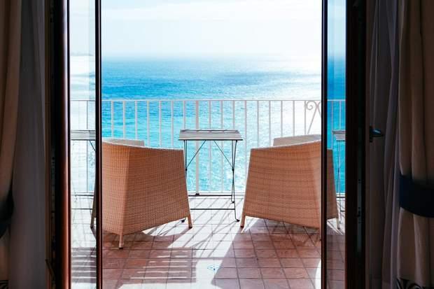 балкон зона для релаксу