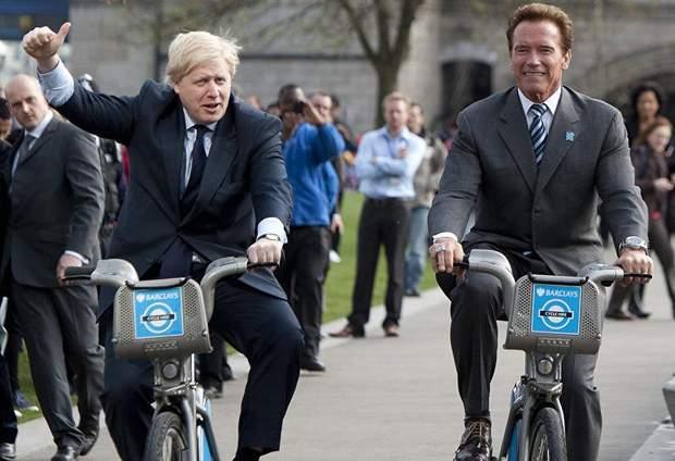 Джонсон і Шварценеггер на велосипедах