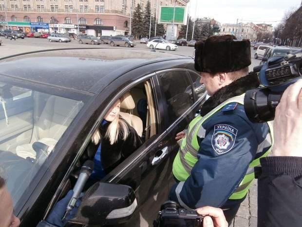 Поліцейські, як і колись даїшники, вимагають гроші
