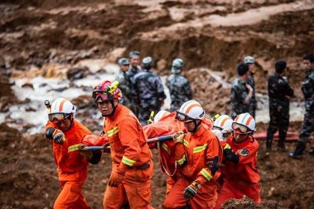 В Китаї надають допомогу постраждалим від зсуву ґрунту