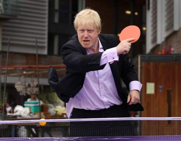 Общество: Джонсон грає у теніс