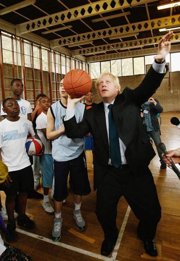 Общество: Борис Джонсон и спорт: забавные казусы нового премьера Великобритании – фото- и видеообзор рис 7