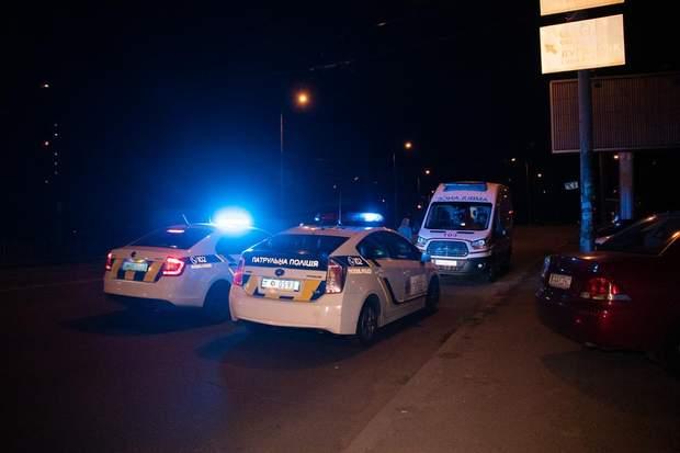На виклик прибуло п'ять патрульних машин та карета швидкої