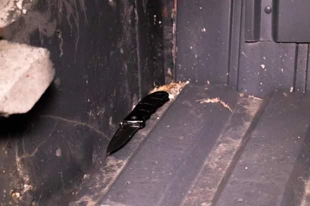 Ніж, яким чоловік погрожував відвідувачам закладу у Києві