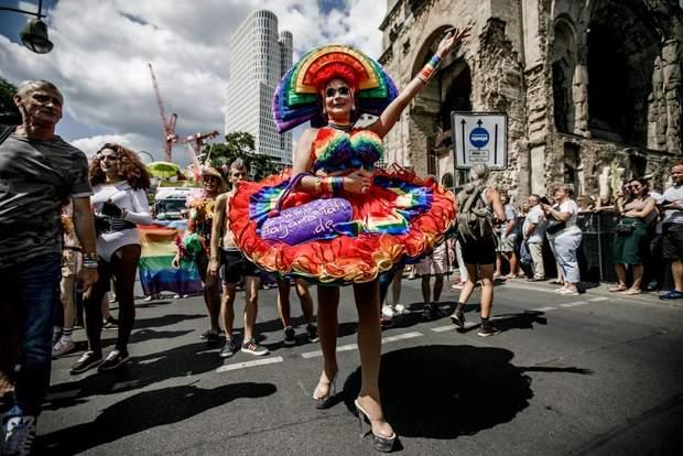 ЛГБТ парад Німеччина Берлін 2019 фото