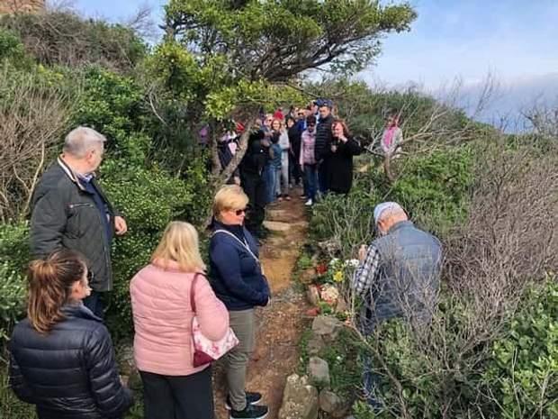 Жителі Хаут-Бею прийшли на місце вбивства, аби вшанувати пам'ять туриста