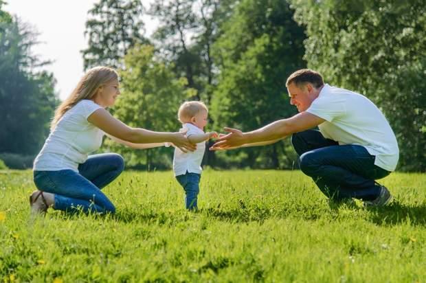 Малюк не вчиться тримати рівновагу, якщо батьки будуть стимулювати його ходьбу