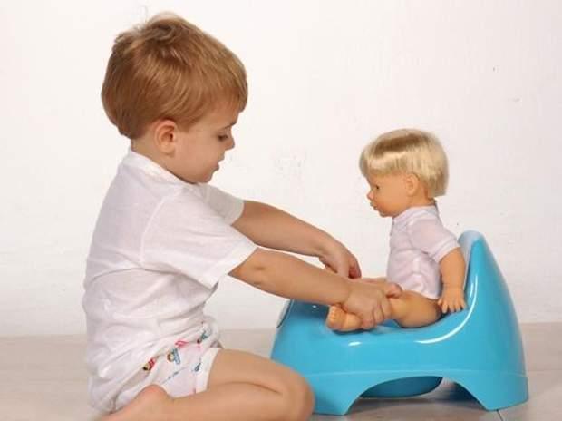 Садіть улюблену іграшку дитини на горщик