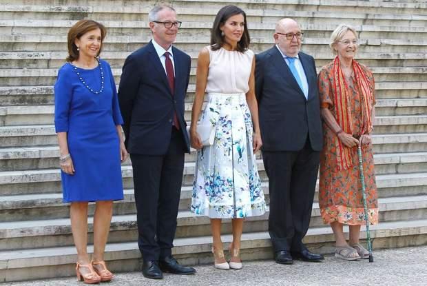 Королева Іспанії обрала ніжний літній образ