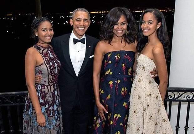 Барак і Мішель Обама з доньками