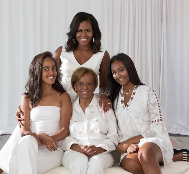 Мішель Обама з доньками і мамою
