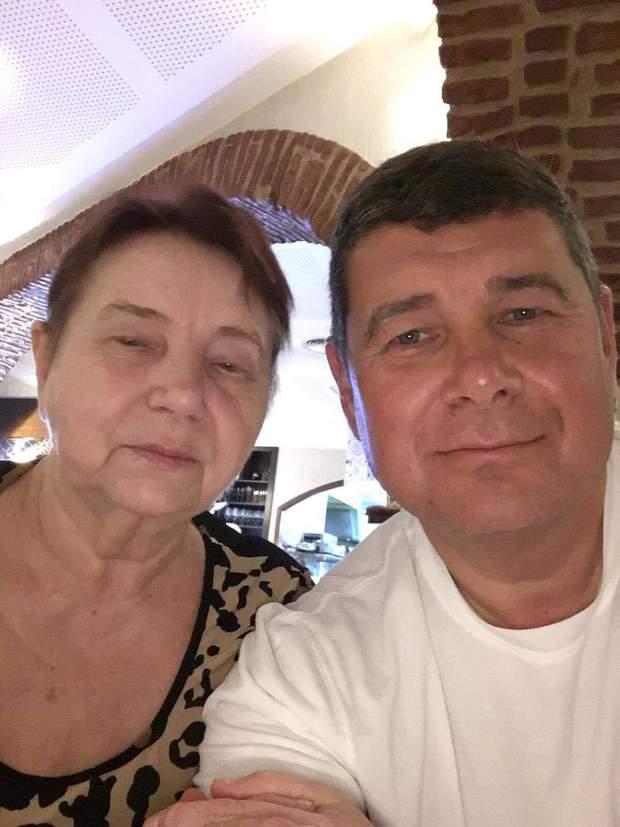 Онищенко з мамою