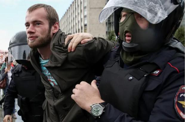 Затримання мітингарів / Фото ТАСС