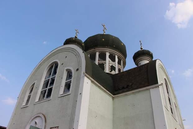 Обстріляна церква у Широкиному