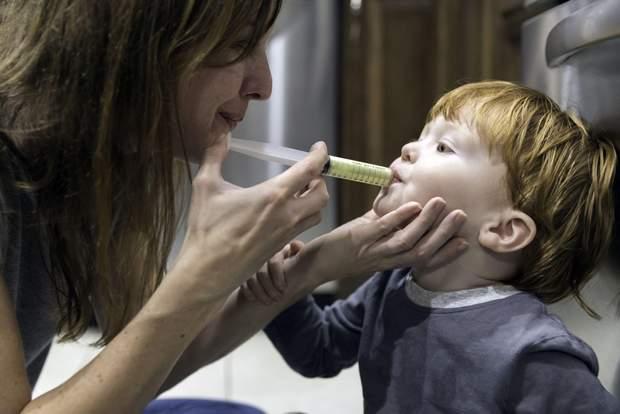 При травмі зуба дайте дитині знеболювальне