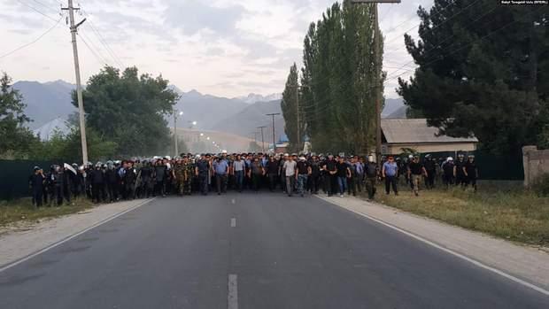 Міліціонери, Киргизстан, Бішкек, Атамбаєв, затримання