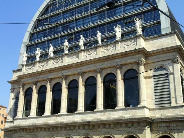 Статуї-музи на фасаді Оперного театру в Ліоні