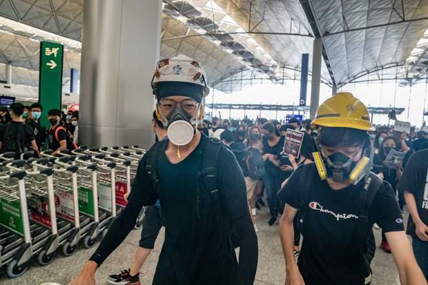 протести аеропорт Гонконг