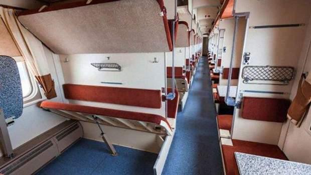 Полки в вагонах потягів