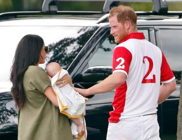 Меган Маркл і принц Гаррі з новонародженим Арчі