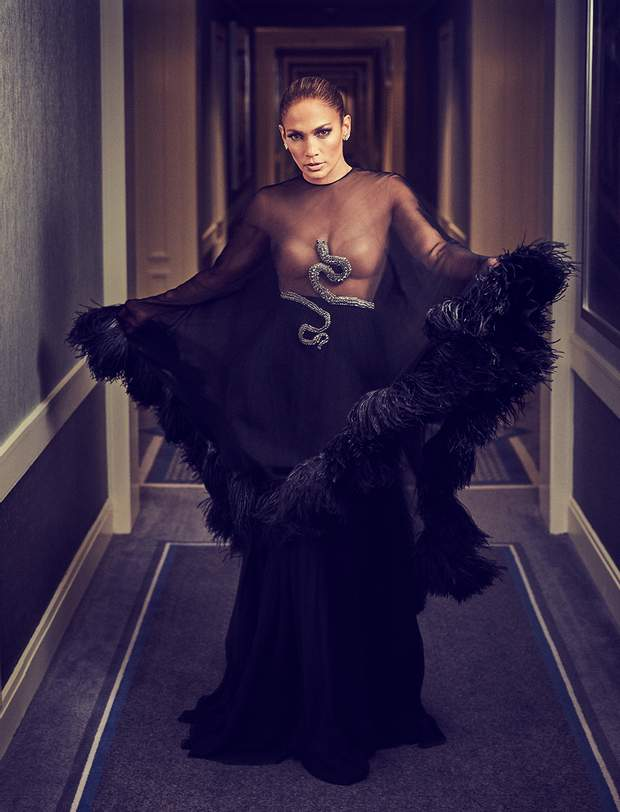 Дженніфер Лопес у напівпрозорій сукні