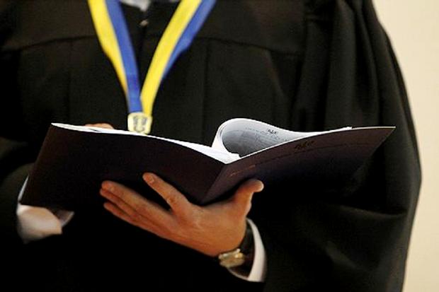 суд, Центр протидії корупції
