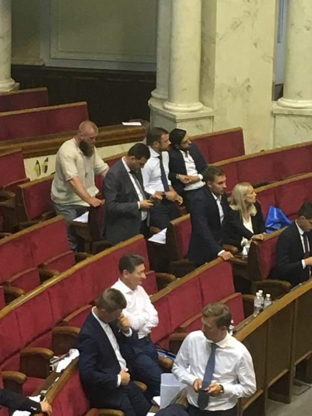 В первый день работы депутаты Рады работали до второго ночи