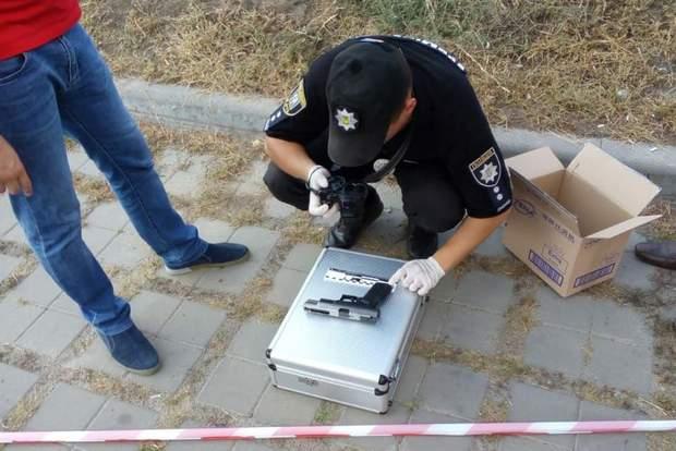 Невідомого зі зброєю затримали у Києві