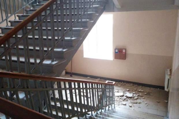 Посипалася стеля в харківській школі