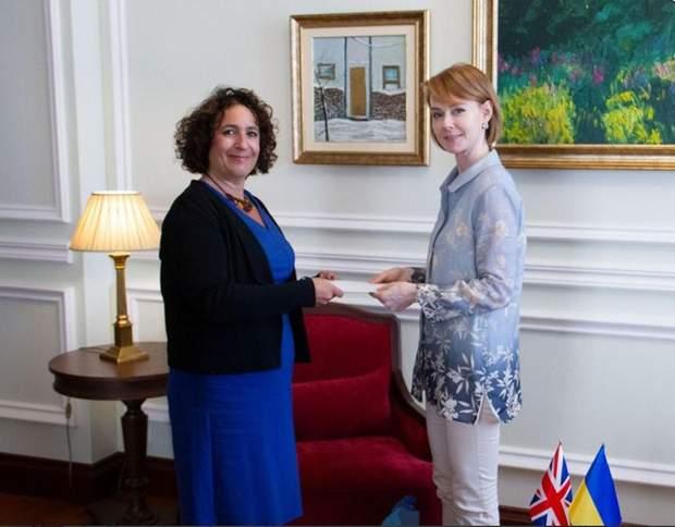 Сіммонс посол амбасадорка Велика Британія
