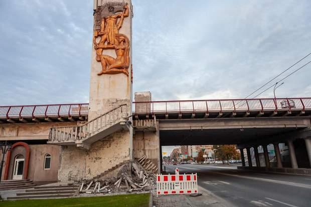 Зруйновані сходи міст Дніпро
