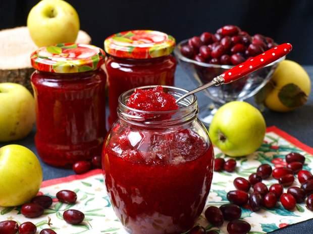 Варення з кизилу і яблук