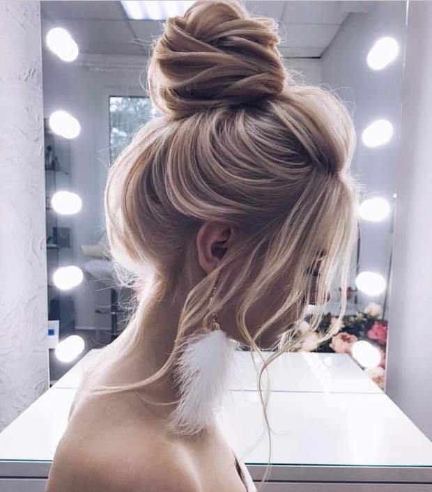 Зачіска на середнє волосся