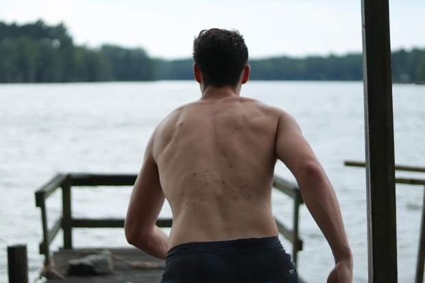 Прищі на спині теж не можна тиснути