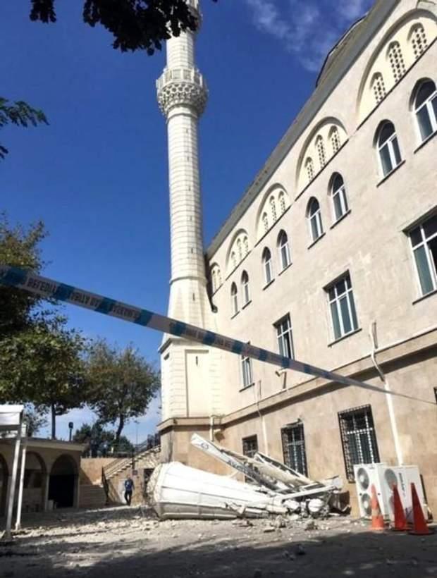Мечеть Стамбул мінарет обвал землетрус