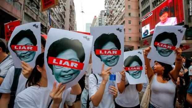 Народ Гонконгу протестує проти очільниці Гонконгу