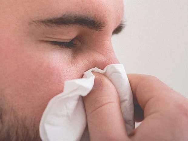 При кровотечі з носа потрібно перетиснути носові ходи