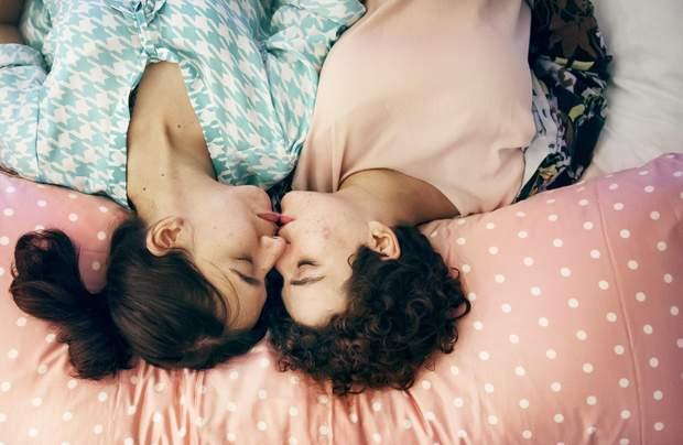 Как сделать однополые связи между женщинами безопасными