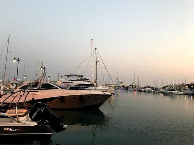 Вечірній порт на Кіпрі
