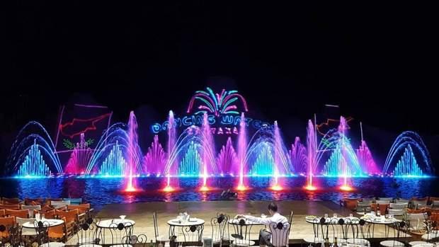 Шоу танцюючих фонтанів в Протарасі / Фото cyprus-index.ru