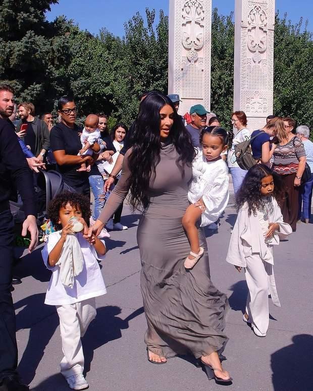 Кім Кардашян з дітьми